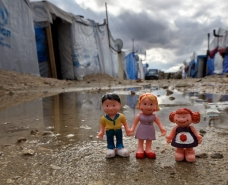 Toy children in Syrian refugee camp